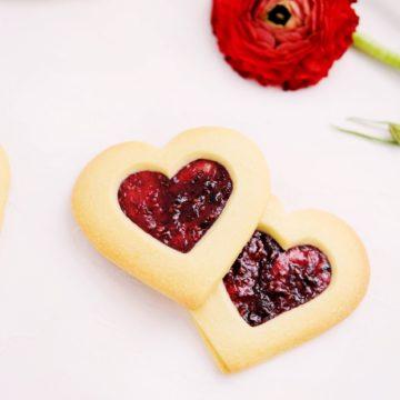 raspberry jam-filled vanilla jammy dodger butter cookies